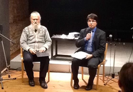 Hetk Rakvere psaltri esitluselt, vasakul tõlke autor Enn kivinurm; foto: Ergo Naab