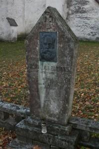 Kooliõpetaja+ja+Kullamaa+muusika+Seltsi+ühe+rajaja+(1884)+Jaan+Veidermanni+haud+Kullamaal.+(akadeemik+Mihkel+Veiderma+vanaisa)