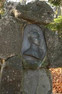 Vabadussõja+sangari+Karl+Tulmini+haud+Kullamaal.+Bareljeef+Amandus++adamson.