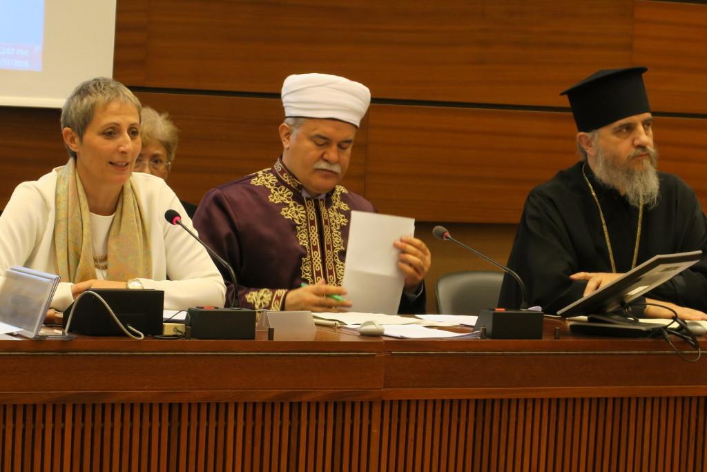 Foto: WCC; vasakult: Salpy Eskidjian (kohtumise moderaator), Dr Atalay ja piiskop Porfyrios
