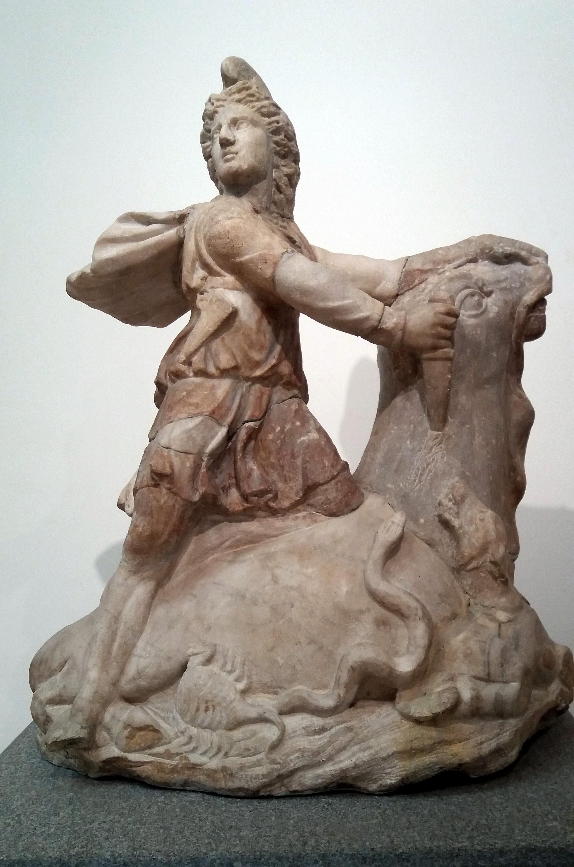Foto 6: Mithrast kujutav skulptuur Castra Peregrinorumi mithraeum'ist (Rooma), Rooma Rahvusmuuseum (foto: Jaan Lahe).