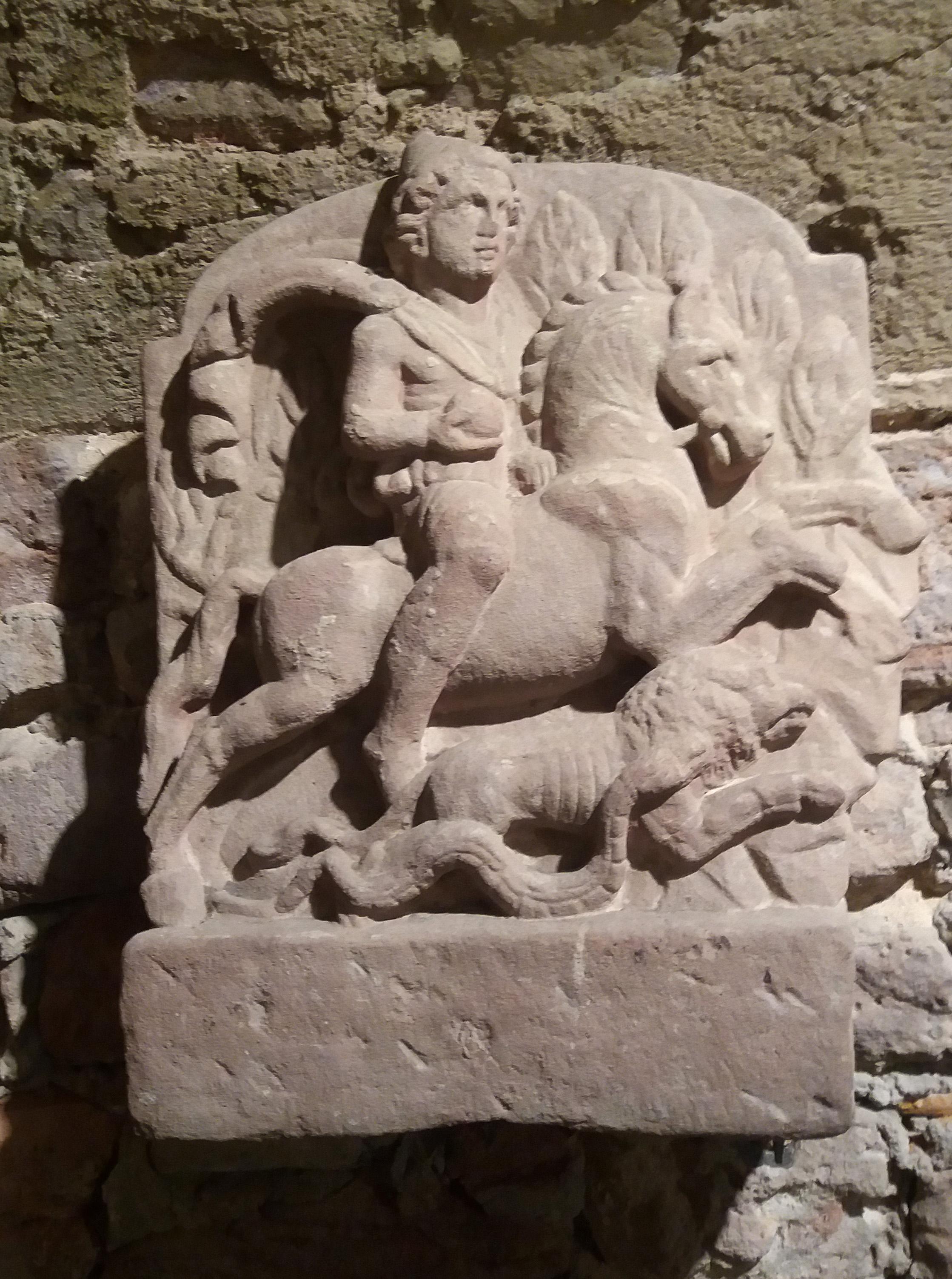 Foto 2: Ratsutav Mithras Ladenburgi (Saksamaa) mithraeum'ist. Ladenburgi Arheoloogiamuuseum (foto: Jaan Lahe)
